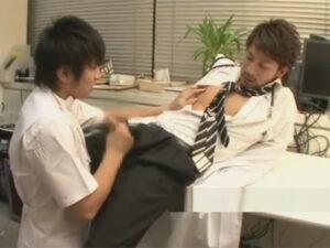 【ゲイ動画】イケメン男性看護師に言い寄られ身体を許すイケメンドクター…看護師にリードされチンポを舐められAFで気持ち良く犯される!