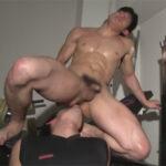 【ゲイ動画】筋肉モリモリゴリマッチョが恥ずかしすぎる体勢でケツマンを舐められ強靭な身体に太マラを挿入されて犯される!