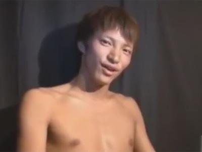 【ゲイ動画】飲み会前にゲイビデオに出演するノンケイケメン素人!チン毛は剃っておりパイチンで手コキで精子と潮を搾り取られる!