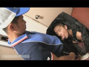 【ゲイ動画】荷物の中身は人間だった…!鞄の中から配達員のチンポをしゃぶりリバセックスに明け暮れる配達員と荷物にいたイケメン!