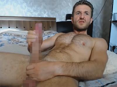 【外人ゲイ動画】ダンディな欧州人が全裸でフニャチンポをシコシコするとあっという間に20センチ超えのメガマラになり精液を発射する!