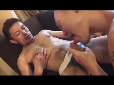 【ゲイ動画】体毛濃いめでマラも太めのウケがケツワレを着用したまま筋肉坊主のタチのリングマラでガン掘られアナルセックス!