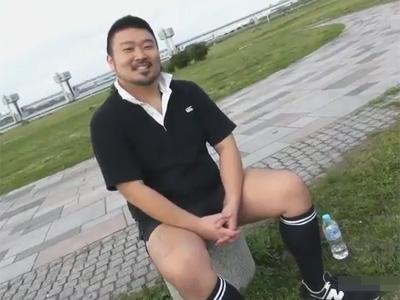 【ゲイ動画】イカニモ系な28歳のガチムチ男子が自分よりも身体の大きい兄貴に亀頭責めされケツ毛ボーボーのお尻の穴にチンポを挿れられる!