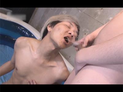 【ゲイ動画】ベトナムと中国のスリムなド変態ハーフ外人が登場!ビニールプールで浴尿や飲尿をして尿浣腸やアナルセックスも楽しむ!