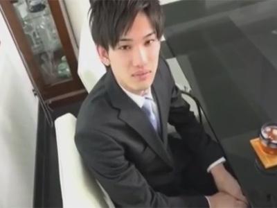 【ゲイ動画】父子家庭のお宅に家庭訪問に来たイケメン先生!そこの親に弱みに付け込まれてしまいアナルを脅迫レイプされてしまう…!