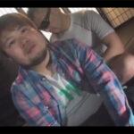 【ゲイ動画】愛嬌溢れる28歳のポチャカワ男子が登場!乳首を摘まれるとモロ感で騎乗位で左右の乳頭を摘まれながらイッてしまう…!