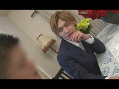 【ゲイ動画】タイプの男性が来たらスグにツバを付ける!ウェディングプランナーのジャニ系イケメンが結婚間近の新郎を寝取る!