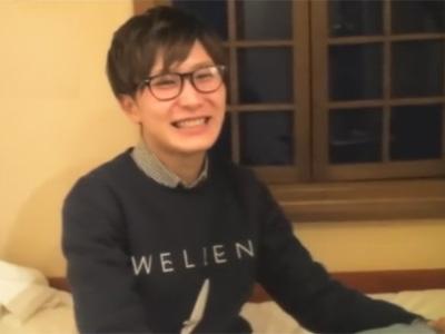 【ゲイ動画】美容系の専門学校に通う眼鏡イケメン君のエアーオナニーを見せてもらい本当のオナニーを見せてくれと交渉し撮らせてもらう!