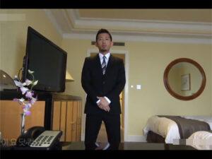 【ゲイ動画】ダンディでワイルドな新入秘書が初出勤早々に社長の性処理!オナ見せで社長を興奮させフェラでご奉仕し肉棒に跨りAF!