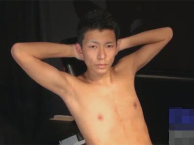 【ゲイ動画】身体も乳首もキレイなキリッとした顔の男子が目隠しバキュームフェラ責めに興奮し寸止めを交えながら弄ばれイッてしまう!