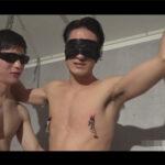 【ゲイ動画】拘束されて責められる快感!?目隠しされて乳首もケツもチンポも弄ばれてモロ感するアスリート系のスジ筋男子!