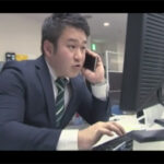 【ゲイ動画】休日出勤中にセフレからの電話…!会社に遊びに来ることになり誰もいない2人っきりのオフィスで背徳感抜群のアナルセックス!