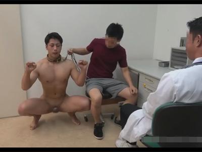 【ゲイ動画】人間犬の勃起が収まらない…!心配した飼い主は病院に連れて行き獣医のエロい診察の末の射精にてようやく勃起が収まることに!