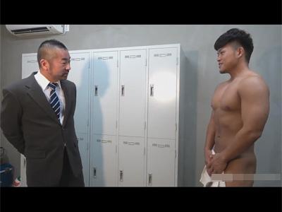 【ゲイ動画】更衣室での自慰を教頭に見られていた体育教師!お互い盛りたかったようで意気投合し更衣室や教室で秘め事をおっ始める!