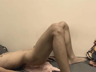 【無修正ゲイ動画】脚の痙攣がとまらない…!ケツに異物を突っ込んで前立腺をやんわりと刺激し身体をバタバタさせてメスイキする素人!