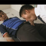 【ゲイ動画】イケメンリーマンが会社に配達に来た佐川男子にチンポを見せつけ誘惑!強引に迫り社内でケツマンセックスへとハッテンする!