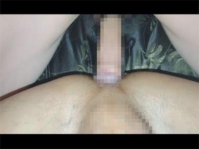 【無修正ゲイ動画】エロいアングルで長めの生チンポがケツをピストン!正常位でハメて外出しと中出しを上手にキメるタチ!