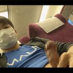 【無修正ゲイ動画】度胸あるなぁ…!電車の中でチンポを露出し表情を変えずに淡々と我慢汁を垂らしてシコシコとオナニーをする素人!