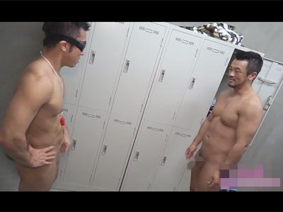 【無修正ゲイ動画】先生も生徒も性欲旺盛な某私立高で教員用の更衣室でゴツゴツした筋肉ボディをぶつけ合い肛門性交に耽る盛り合う体育教師!