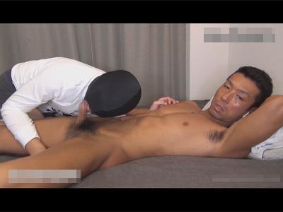 【ゲイ動画】マッチョな顔が濃い男が覆面をつけた男の尻穴をたっぷりと掘ってアナルセックスで乱れあうことになってしまう!