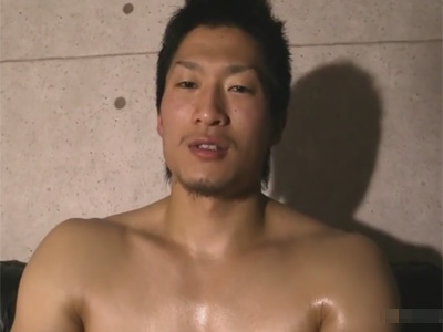 【ゲイ動画】マッチョな男がアナルビーズやローターの刺激におぼれながらアナルセックスで激しく犯されることになる!