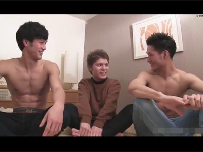 【ゲイ動画】素人の茶髪の男が3Pを楽しむことになり尻穴をたっぷりと掘られて昇天することになる!