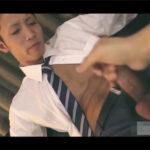 【ゲイ動画】板チョコのように腹筋がバキバキに割れているサラリーマン青年がゴーグルマンに手コキやフェラチオをされることになる!